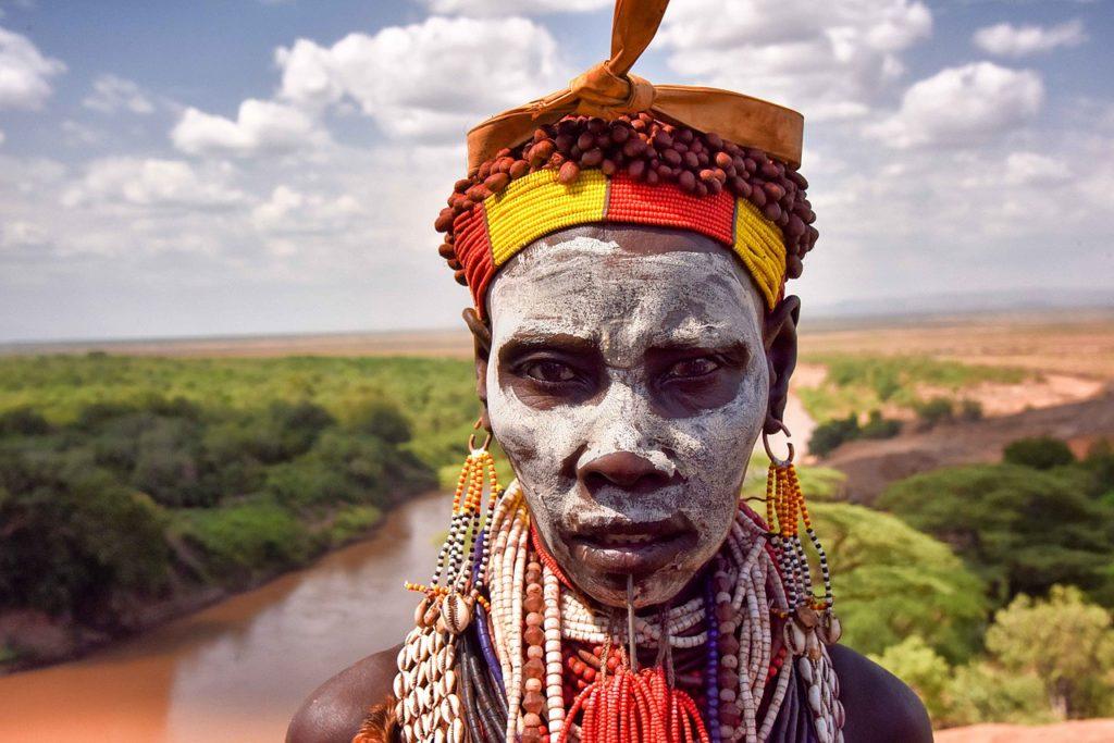 karo woman, south omo, ethiopia © Rod Waddington, Wikimedia Commons
