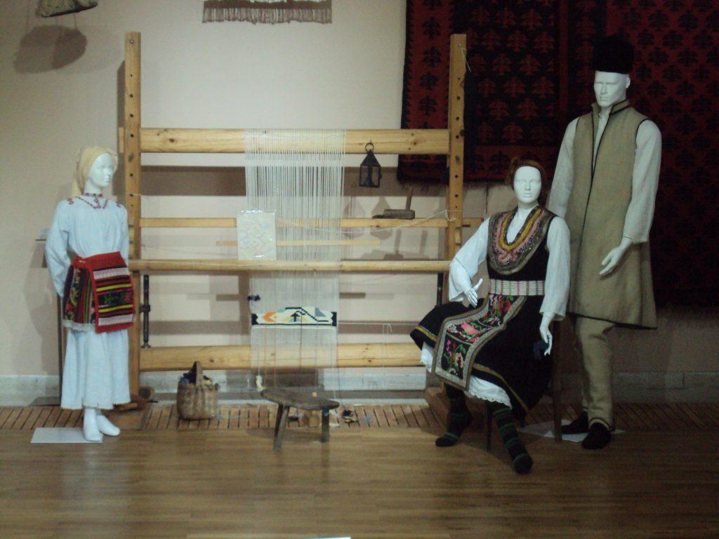 Carpets, Bulgaria by Vislupus, Wikimedia Commons world crafts
