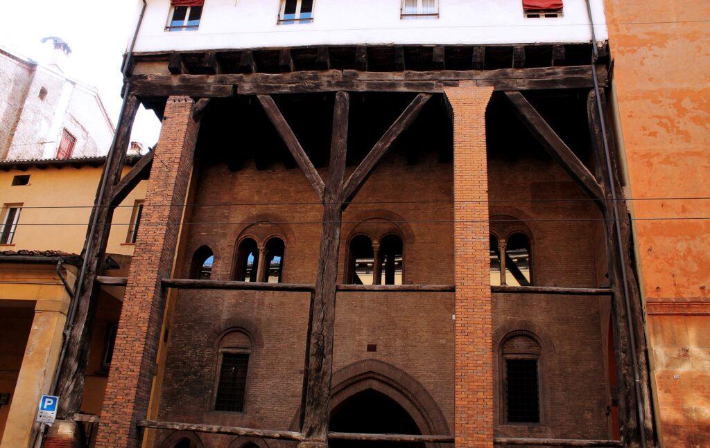 Caso Isolani and its portico in Bologna
