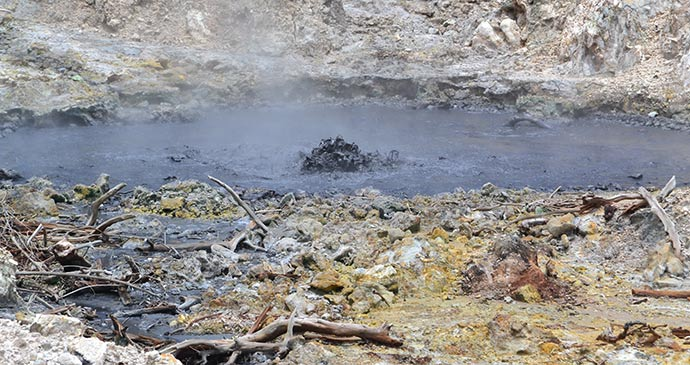 Bubbling mud at the drive-in volcano © Adam Strange