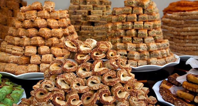 Traditional desserts Lebanon © Artens, Shutterstock