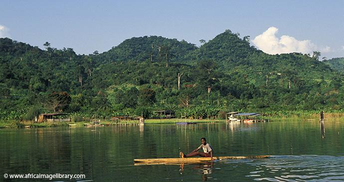 Lake Bosomtwe Ghana © Ariadne Van Zandbergen