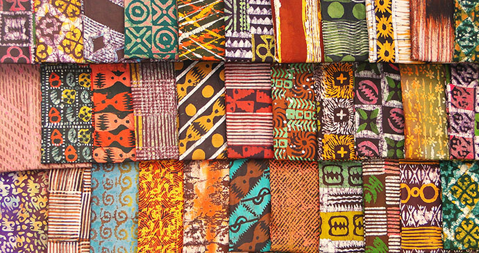 Kente cloth for sale in Kumasi, Ghana © Adam Jones, Wikimedia