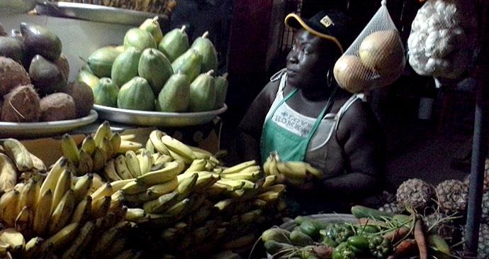 Osu night market in Accra, Ghana © kwameghana, Wikimedia