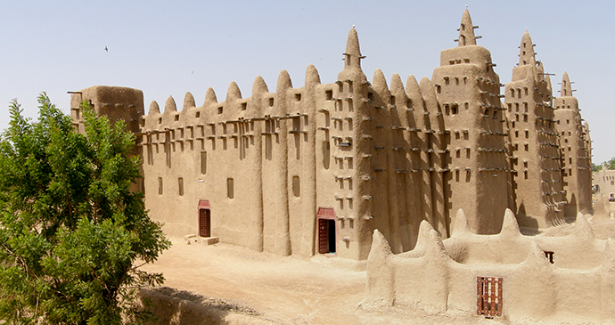 Djenne Mosque Mali BluesyPete Wikimedia Commons