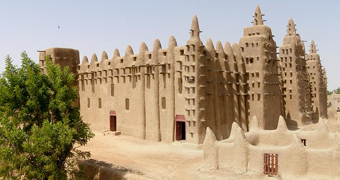 Djenne Mosque Mali BluesyPete Wikimedia Commons