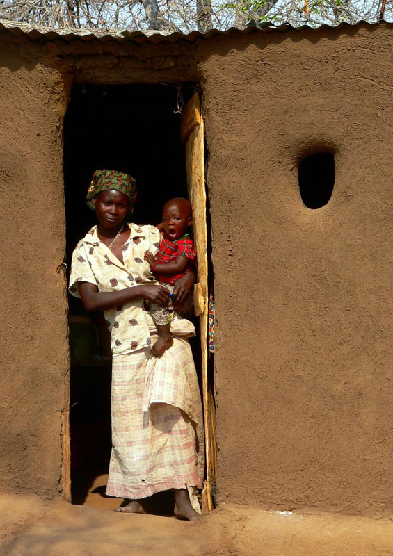 Shangaan mother and child, Makondezulu, Mozambique by Mike Slater