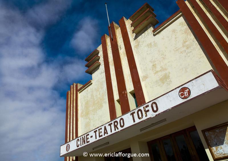 Ciné Teatro Tofo, Inhambane, Mozambique by Eric Lafforgue, www.ericlafforgue.com