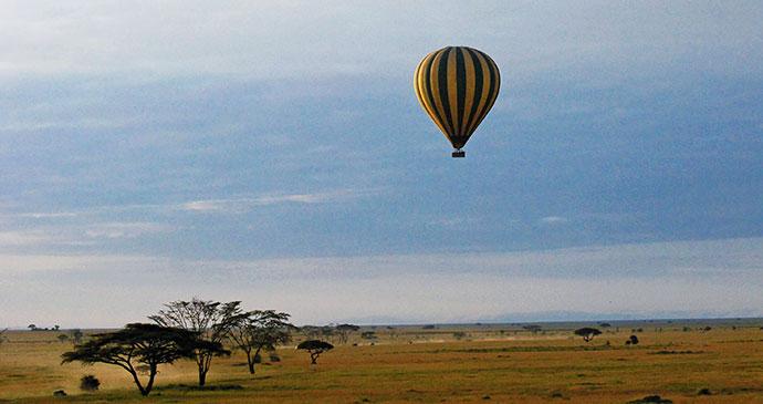Balloon safari Serengeti Tanzania by Harvey Benson Wikimedia Commons