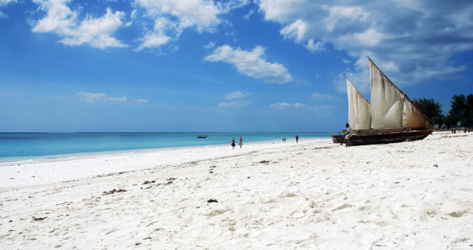 Nungwi beach Zanzibar Tanzania fishing Dhow Moongateclimber Wikimedia Commons