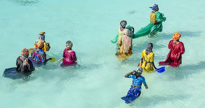 women fishing zanzibar tanzania africa traditional clothing