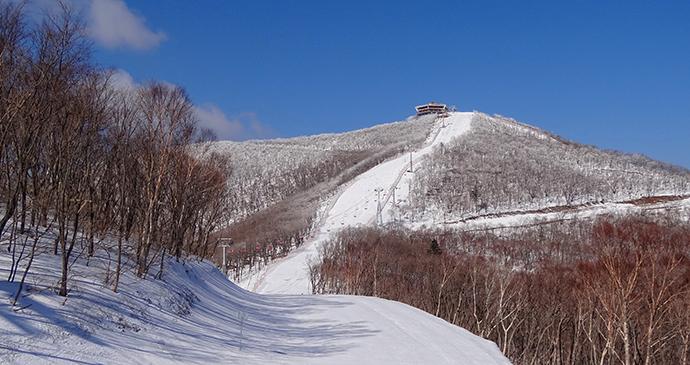Taehwa Peak Masikryong Ski Resort North Korea by  Bjørn Christian Tørrissen Wikimedia Commons
