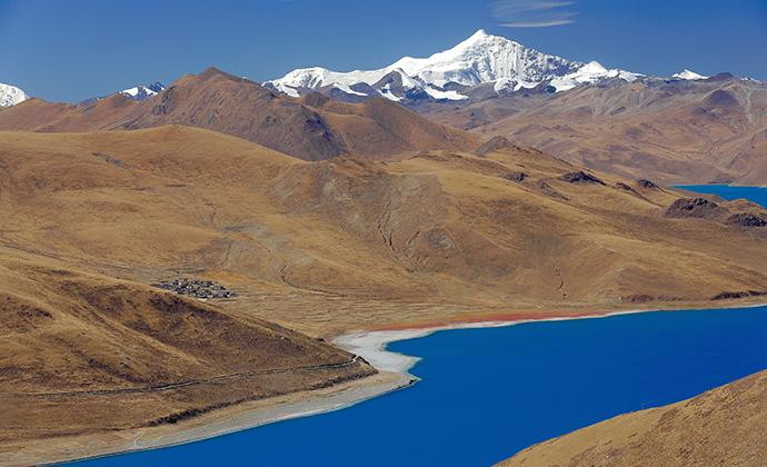 Yamdrok Lake Tibet China by Rweisswald, Shuttesrtock