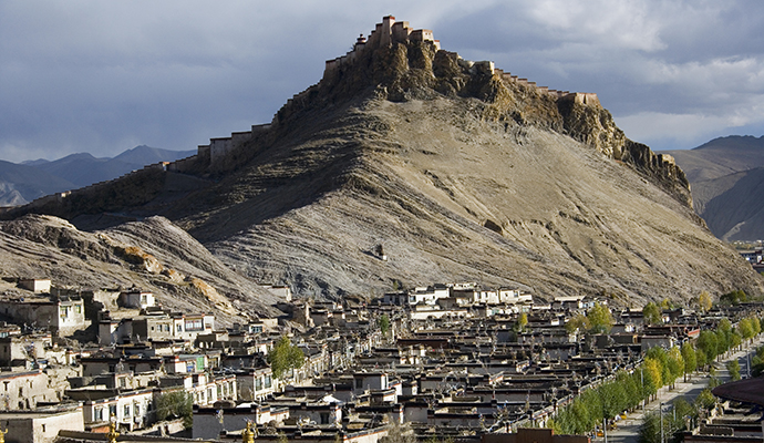 Gyantse Shigatse Prefecture Tibet China by Steve Allen, Dreamstime