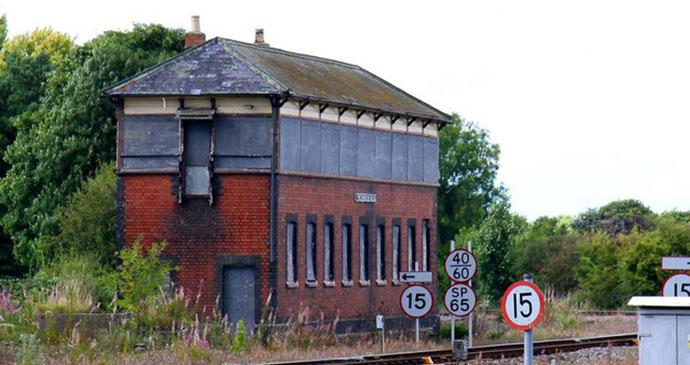 Signal box Princes Risborough Buckinghamshire by geograph.org.uk, Wikimedia Commons