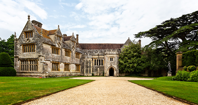 Athelhampton hall, Dorset, England, British Isles © Nigel Jarvis, Shutterstock