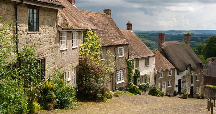 Gold Hill Shaftesbury Dorset England by ian woolcock, Shutterstock
