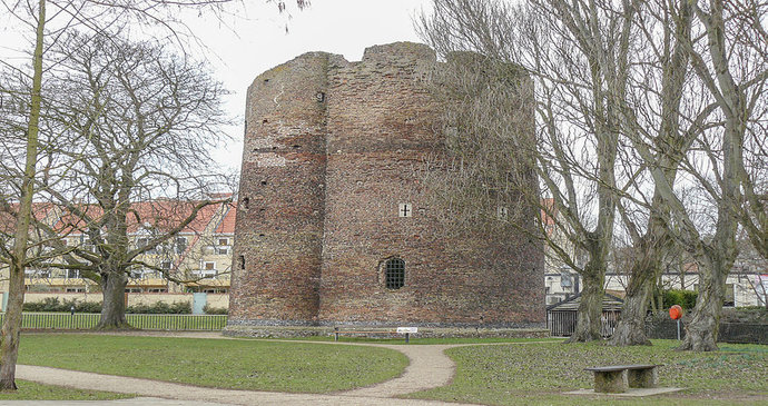 Cow tower, Norwich, Norfolk by Heritage snapper, Wikimedia Commons walking route