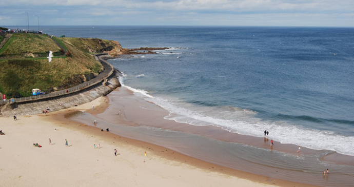 Tynemouth beach, Northumberland, UK by Hayley Green, Wikimedia Commons