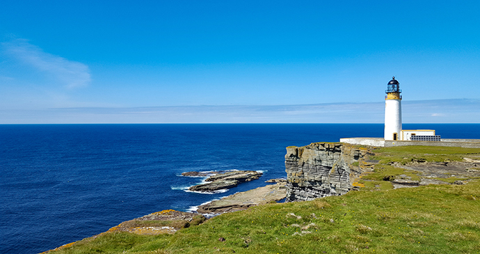 Noup Head lighthouse Orkney by Chris Noe, Shutterstock