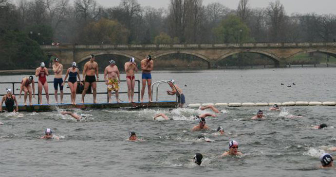 Peter Pan Cup Hyde Park London by Serpentine Swimming Club, Wikimedia Commons