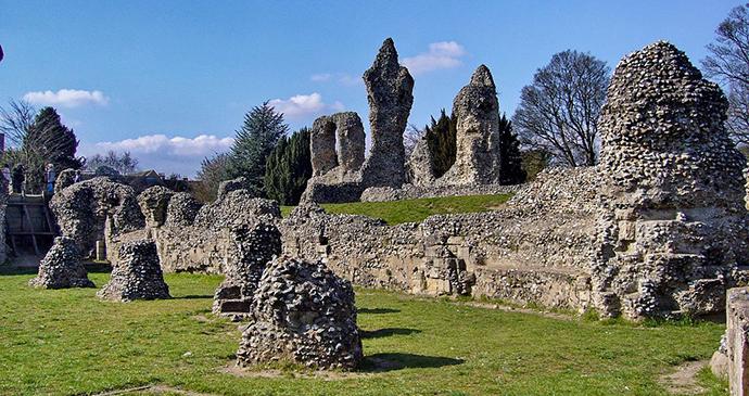 Bury-St-Edmunds-Abbey-Suffolk_Tanya-Dedyukhina_Wikimedia-Commons
