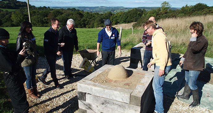 Building an earth oven by River Cottage