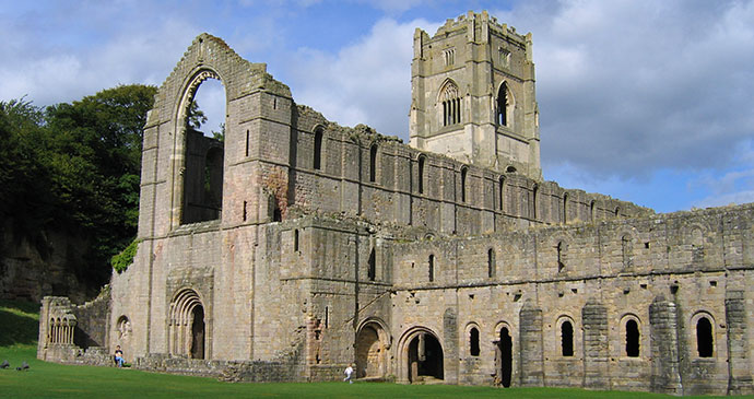 Fountains Abbey Ripon Yorkshire Dales England by Wikimedia Commons
