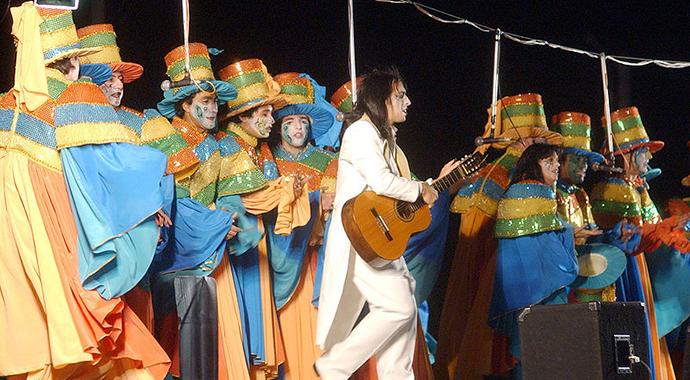 Murga, Carnaval, Uruguay by Jimmy Baikovicius, Wikimedia Commons