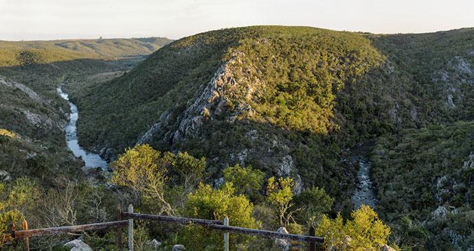Quebrada de los Cuervos Uruguay by Tornasoloriental, Wikimedia Commons