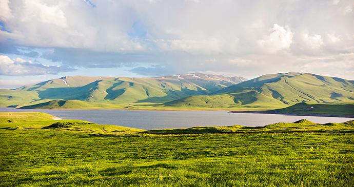 Spandaryan Reservoir Armenia © Sun Shine, Shutterstock
