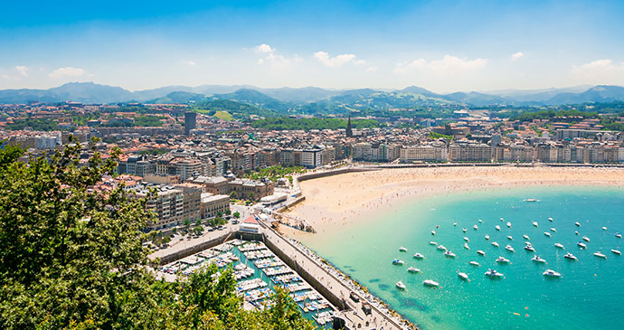 The sweeping bay of San Sebastián © Alexander Demyanenko, Shutterstock - See more at: http://www.bradtguides.com/destinations/europe/the-basque-country-and-navarre/san-sebastian.html#sthash.5cqBWlFi.dpuf