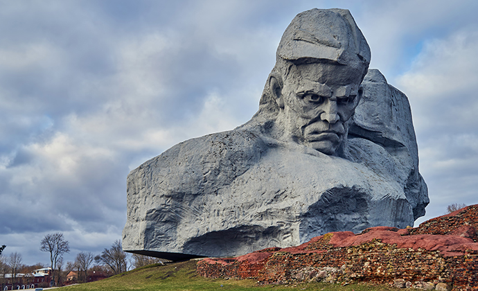 hero fortress Brest Fortress Belarus Europe by Alexxx1979 Wikimedia Commons
