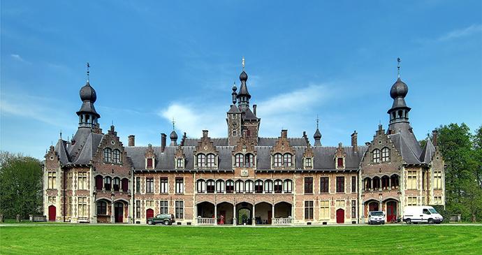 Ooidunk Castle Flanders Belgium by Velvet, Wikimedia Commons