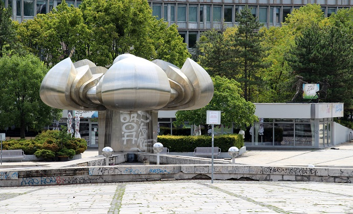 Friendship Flower Statue Bratislava Slovakia by Fred Romero, Wikimedia Commons