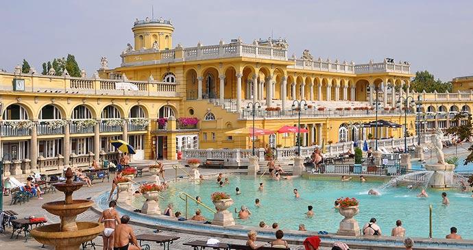 Széchenyi baths Budapest Hungary Marc Ryckaert/Naamsvermelding vereist, Wikimedia Commons