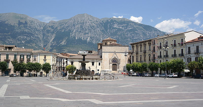 Piazza Garibaldi, Sulmona, Abruzzo, Luca Aless/Wikimedia Commons