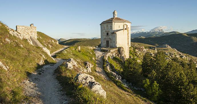 occa Calascio, Abruzzo, Italy, Teerayut Chaisarn/Dreamstime
