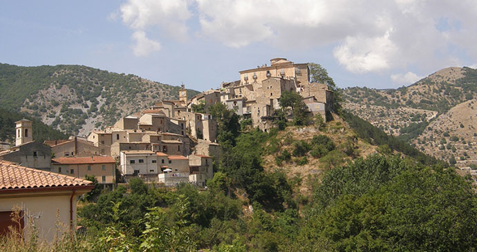 Villalago, Abruzzo, Ra Boe, Wikimedia Commons