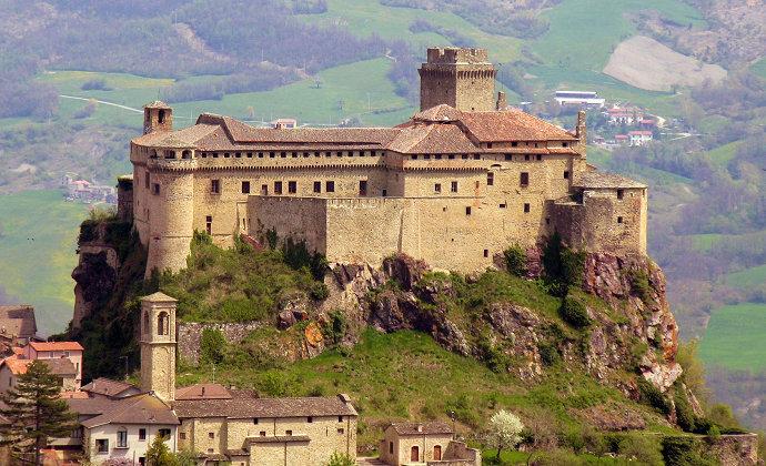 Castello di Bardi Emilia-Romagna Italy by CC-BY-SA Filippo Aneli