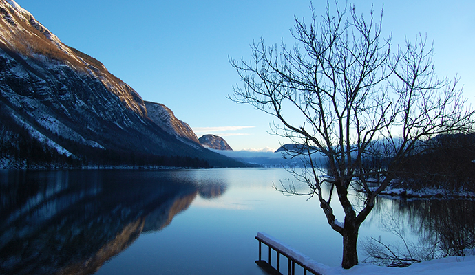 Lake Bohinj Jezero Slovenia by Smihael, Wikimedia Commons