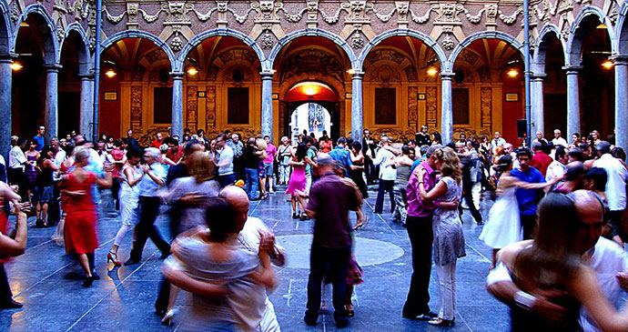 Tango Vieille Bourse Lille France by Velvet Wikimedia Commons