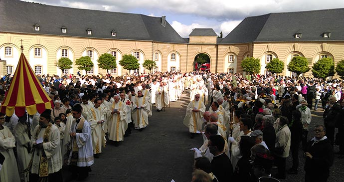 Dancing Procession Echternach Luxembourg © Laura Pidgley