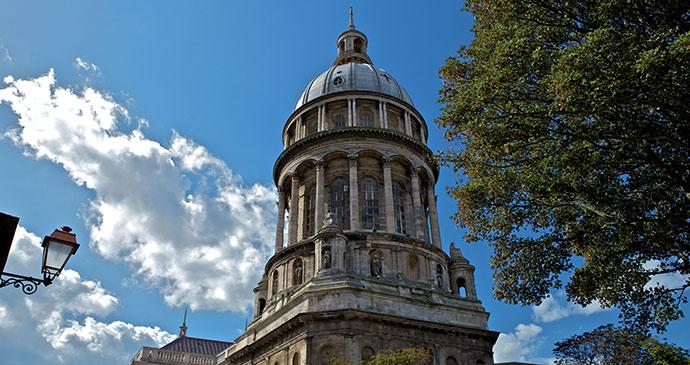 Boulogne Vieille Ville France by www.pas-de-calais-tourisme.com