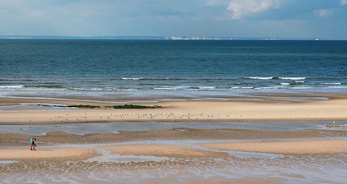 A beach in Calais France by www.pas-de-calais.com