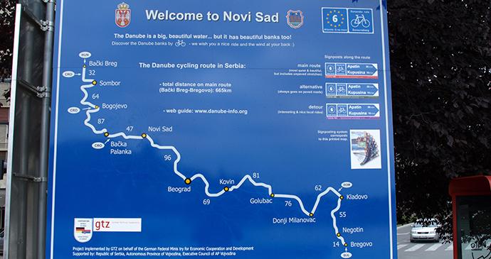 Danube cycle route, Novi Sad, Serbia by Mazbln, Wikimedia Commons