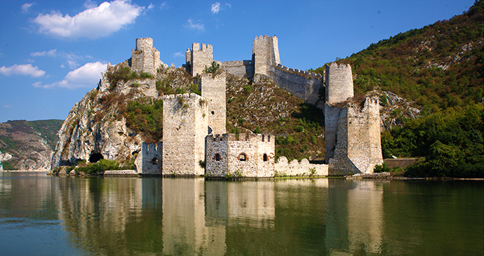 https://www.bradtguides.com/wp-content/uploads/wysiwyg/destinations/europe/serbia/Golubac_fortress_Danube_Serbia_B.Jovanovic_Archive_National_Tourism_Organisation_Serbia.jpg
