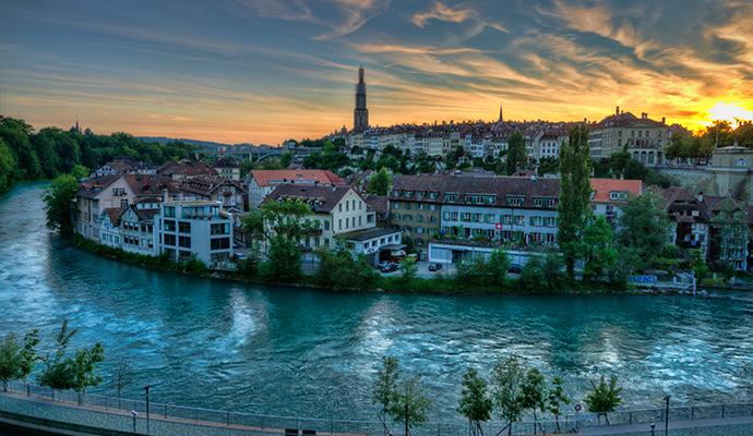 Bern old town Switzerland by chensiyuan Wikimedia Commons