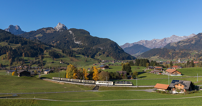 Golden Pass Classic train Switzerland by Kabelleger Wikimedia Commons