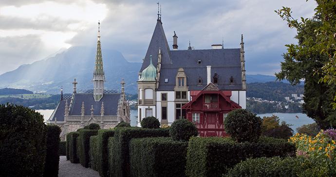 Meggenhorn Castle Switzerland by Insan0r2 Wikimedia Commons